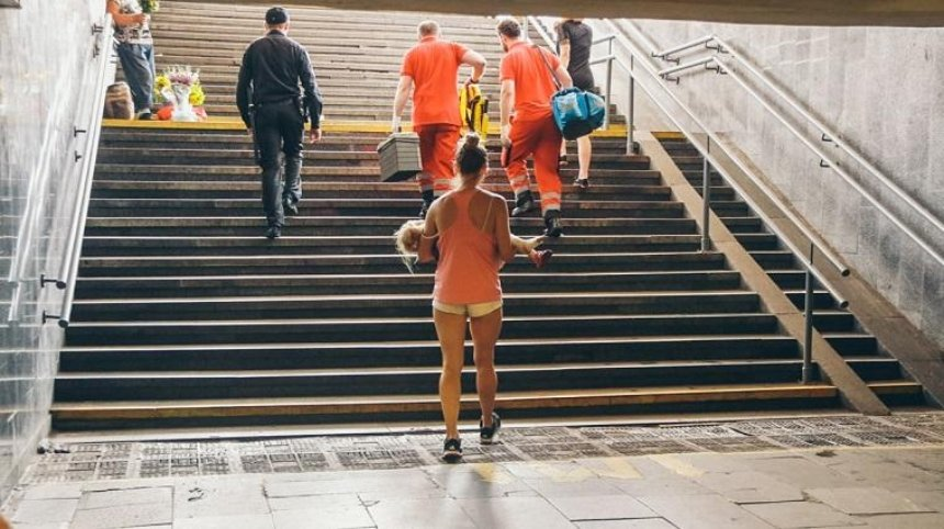 На станції столичного метро ескалатор «зажував» ногу дитини (фото)
