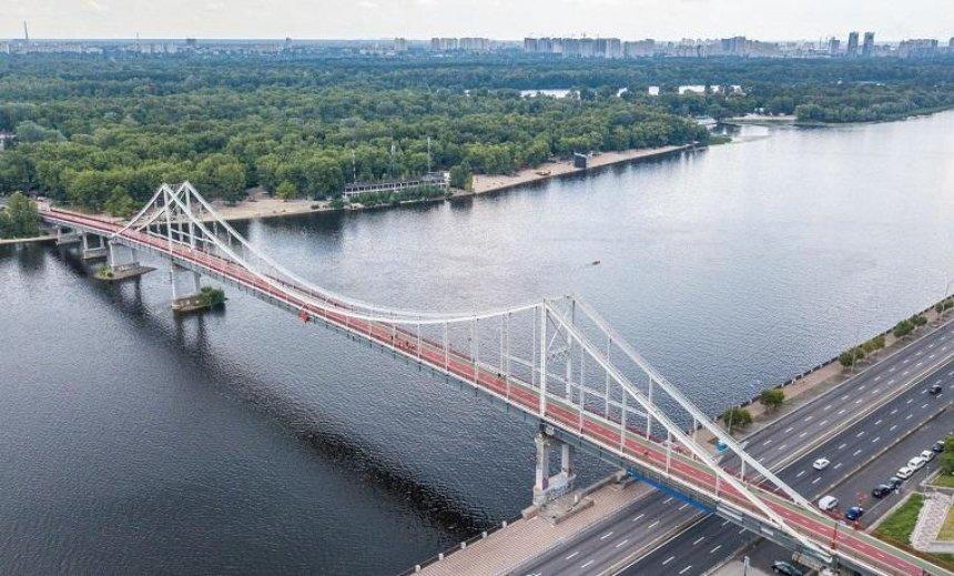 Встолице «покраснеет» Парковый мост