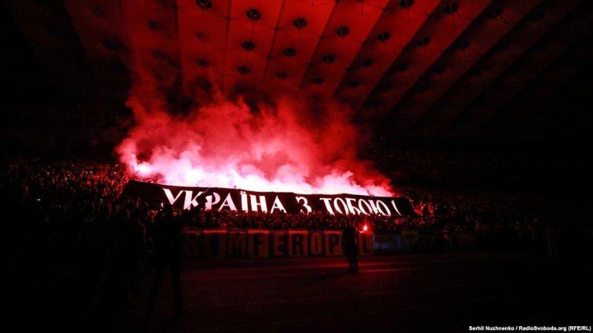 На «Олимпийском» устроили файер-шоу в поддержку Олега Сенцова (фото)