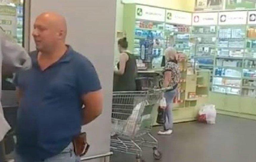 Догхантера Святогора заметили в столичном супермаркете (фото, видео)