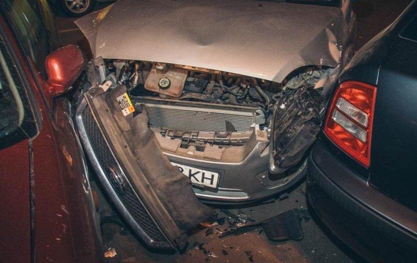 Водитель на еврономерах протаранил семь машин (фото)