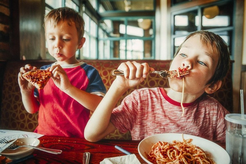 В ресторан с детьми: куда идти и что предусмотрено для малышей?