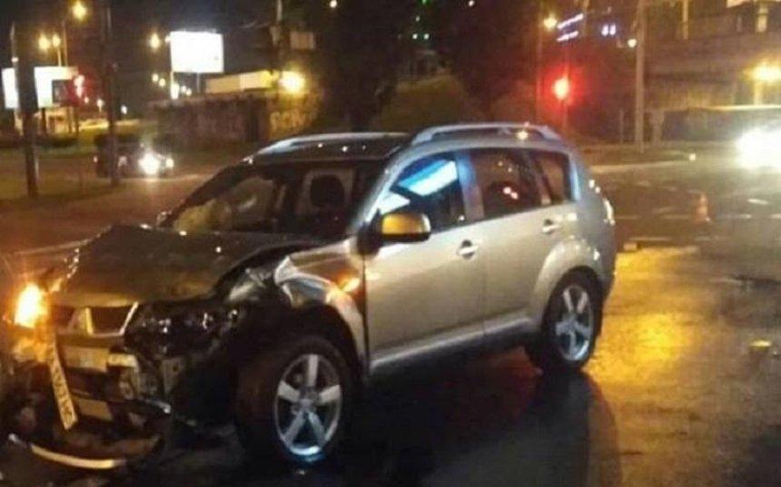 В Киеве столкнулись два автомобиля из-за пешехода-нарушителя (фото)