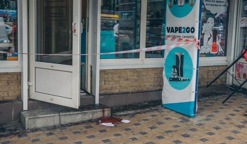 В Киеве продавец шаурмы пырнул ножом клиента (фото)