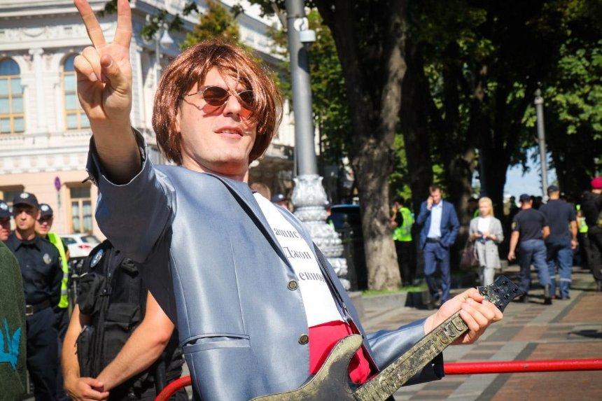 Уцентрі столиці «фашист» Джон Леннон вимагав закриття каналу «Інтер» (фото)