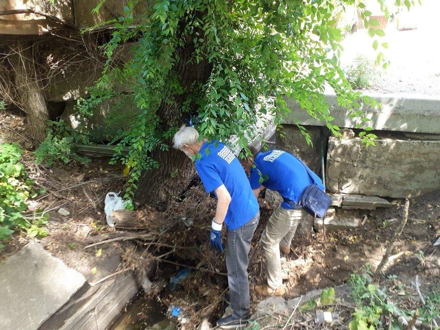 Коммунальщики почистили реку Лыбедь