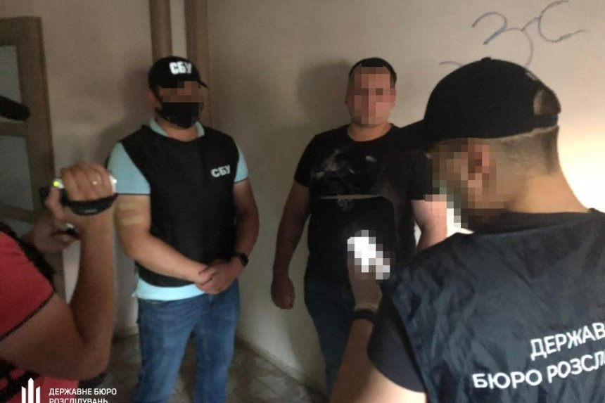 Замначальника военкомата в Киеве поймали на взятке за «содействие в освобождении от службы»