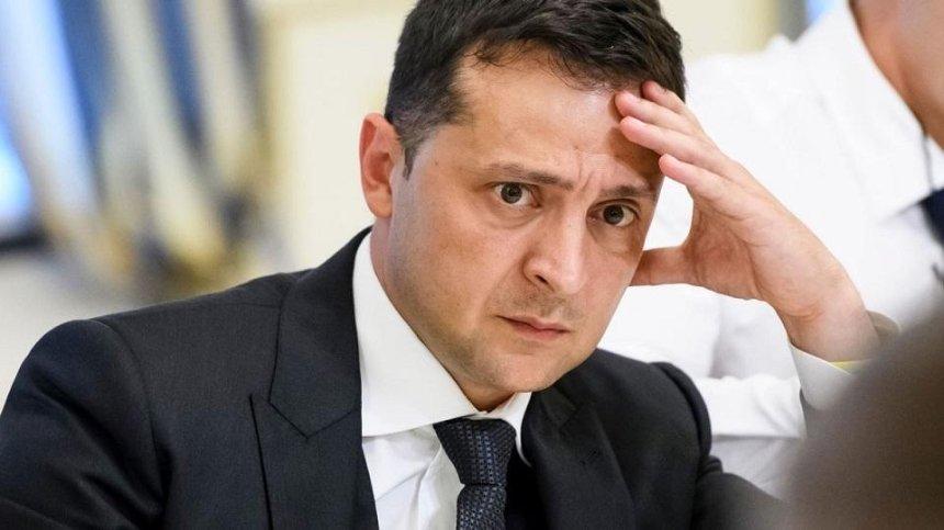 Приносит несчастья: украинцы просят отменить официальные визиты Зеленского