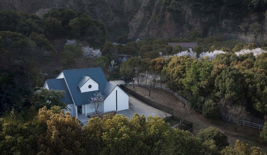 В Китае команда дизайнеров обустроила офис среди гор