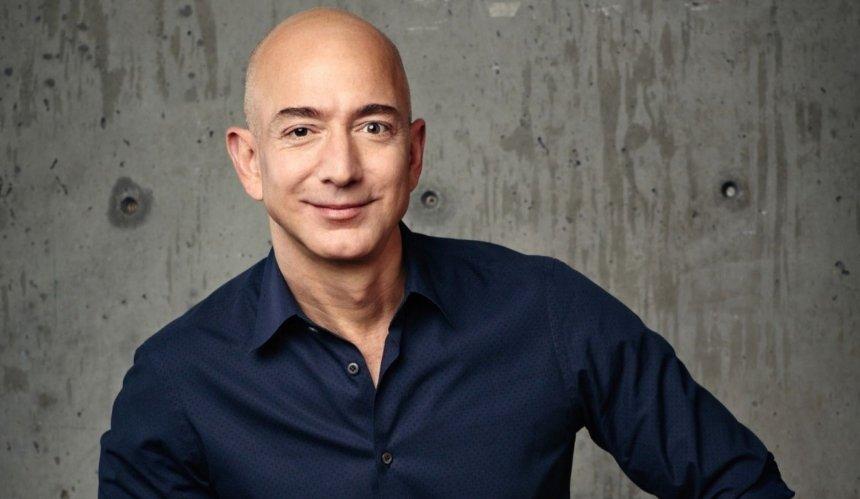 Джефф Безос покинул пост гендиректора Amazon: кто возглавил компанию