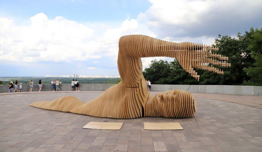 ВКиеве открыли огромную скульптуру, которую готовили кфестивалю Burning Man