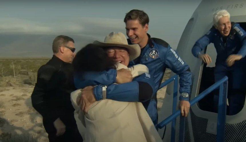 Джефф Безос успешно слетал в космос на ракете New Shepard: как это было