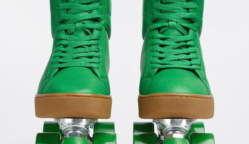 Бренд Bottega Veneta выпустил кроссовки-ролики