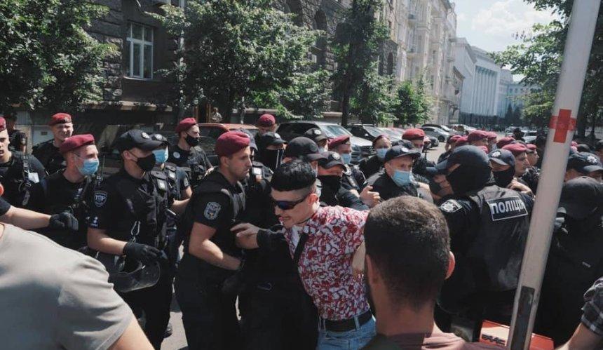 «Рейвах Прайд» вКиеве: противники акции прорвались подОП иустроили стычки сполицией
