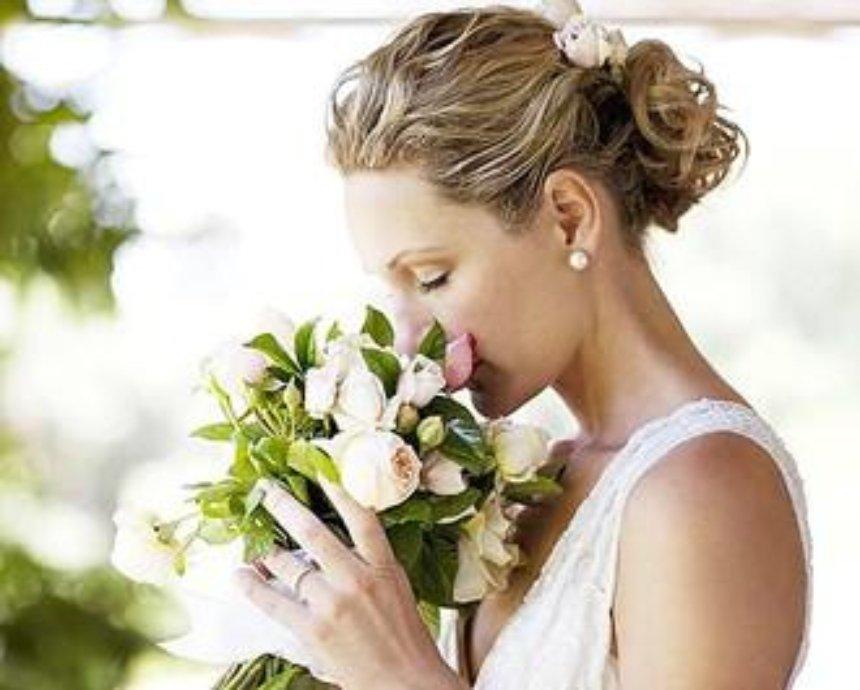 Свадебные букеты: из ягод, пуговиц, бижутерии и... цветов