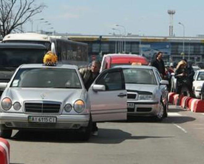 """Таксисты-грачи в """"Борисполе"""" воруют у пассажиров личные вещи"""
