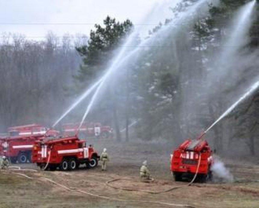 В зоне отчуждения до сих пор тушат пожар