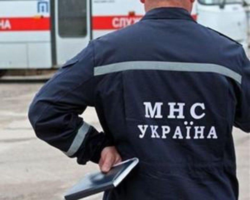В Киеве пожарные спасли больного мужчину из заблокированной квартиры