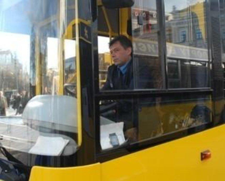 """Водителей киевских автобусов будет учить французский гонщик """"Формулы-1"""""""