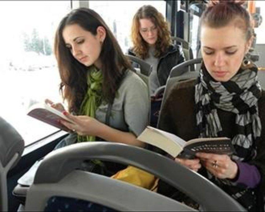 В городском транспорте стартует конкурс селфи-фото с книжкой