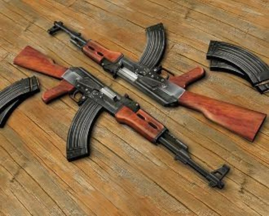 На Киевщине задержали BMW с оружием