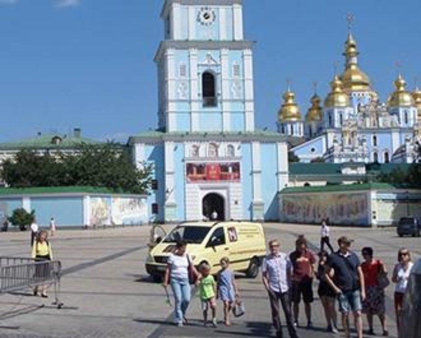 На Михайловскую площадь пустили автомобили (фото)