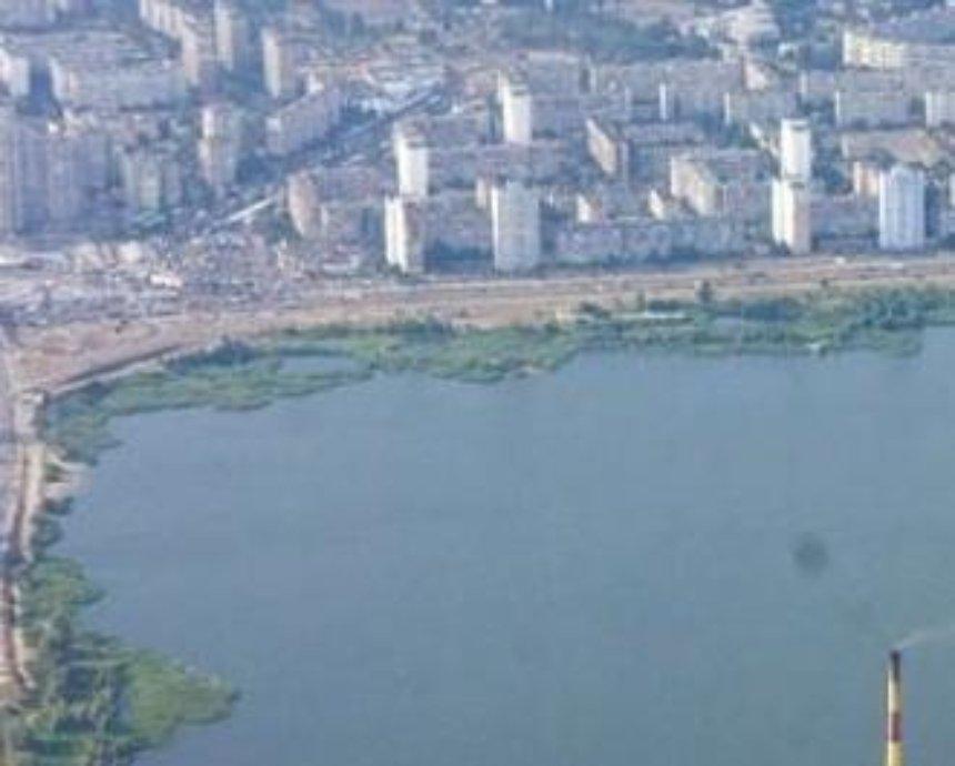 В Киеве на озере погиб рыбак