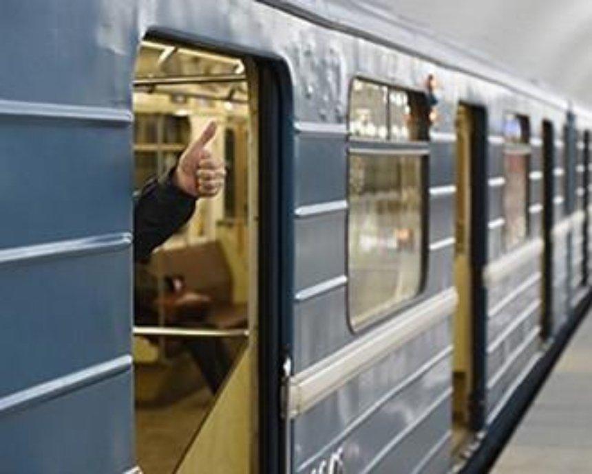 В вагонах метро будут следить за пассажирами
