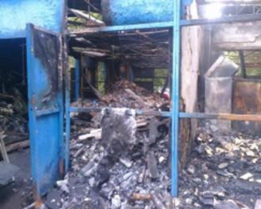 В Киеве неизвестные сожгли пункт приёма стеклотары