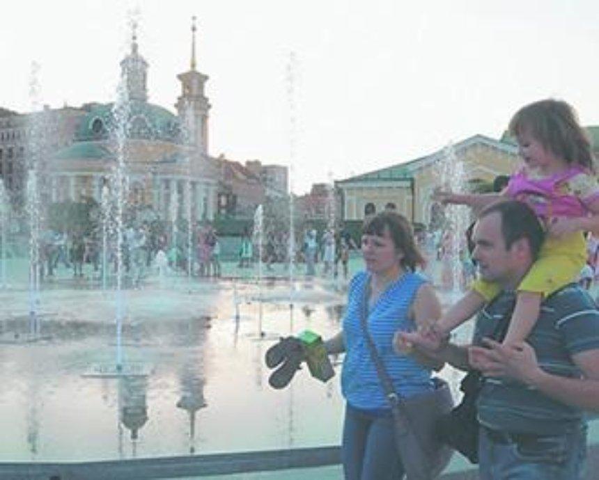 В Киеве открыли обновленную Почтовую площадь (фото, видео)