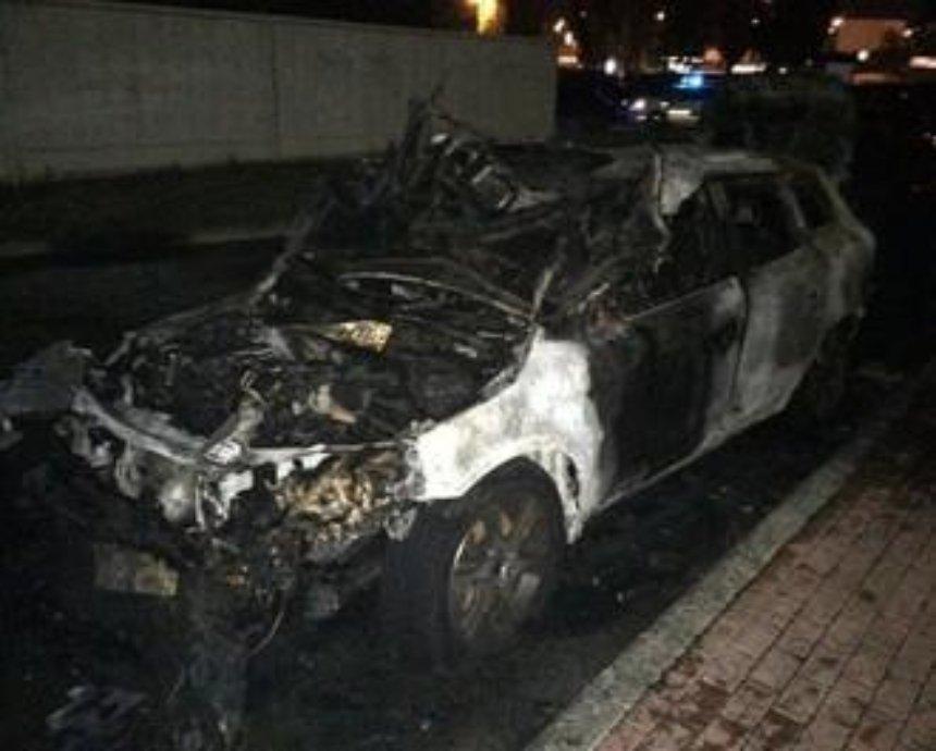 В Киеве за сутки сгорели четыре машины (фото)