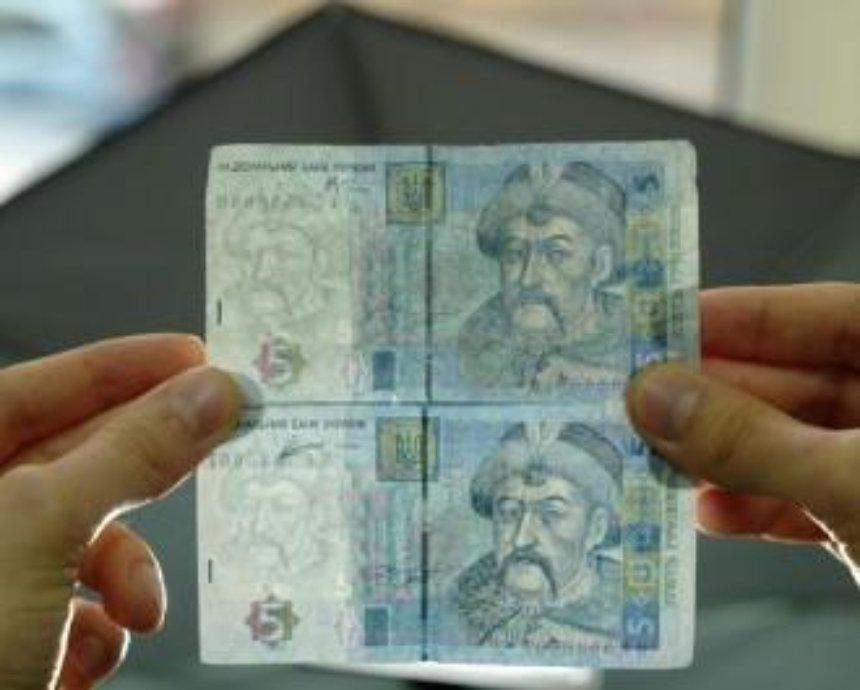 Киев заполонили фальшивые деньги: как распознать подделку (видео)