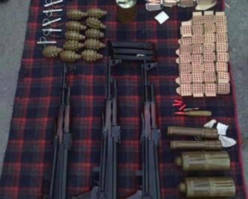 Под Киевом СБУ задержала торговцев оружием (фото)