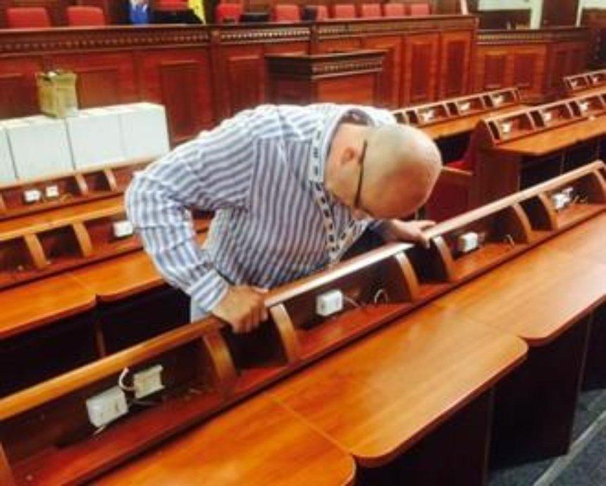 В Киевраде разобрали систему для голосования (фото)