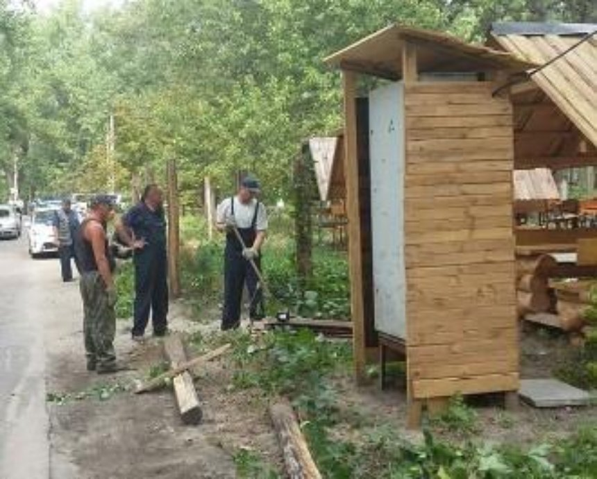 Трухановом острове начали демонтаж наливаек (фото)
