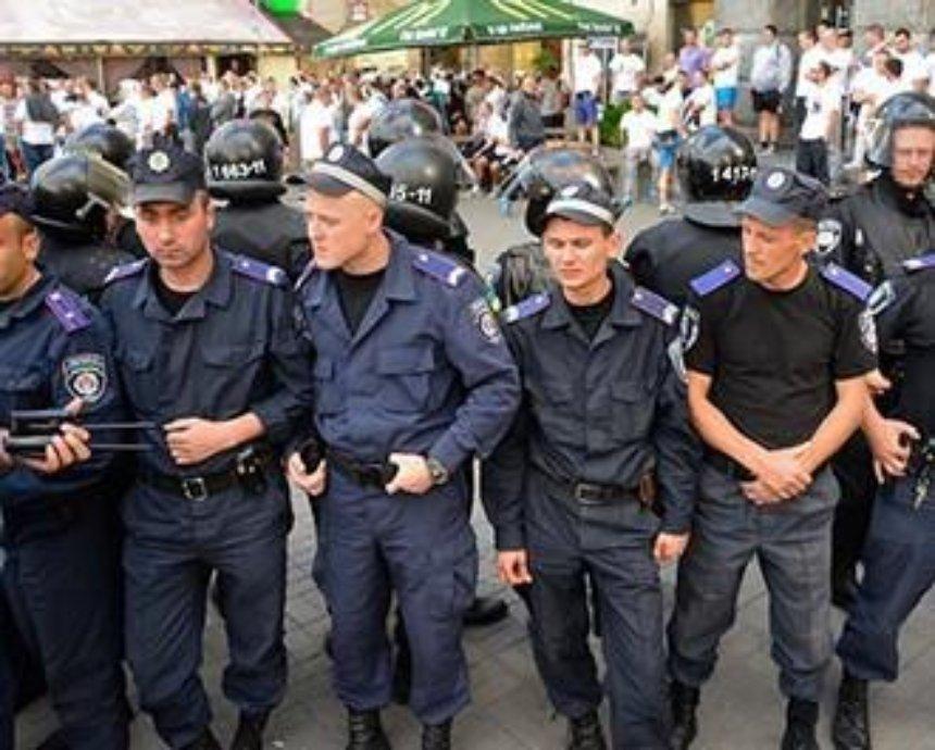 Польские фанаты устроили беспорядки в кафе на Майдане (фото)