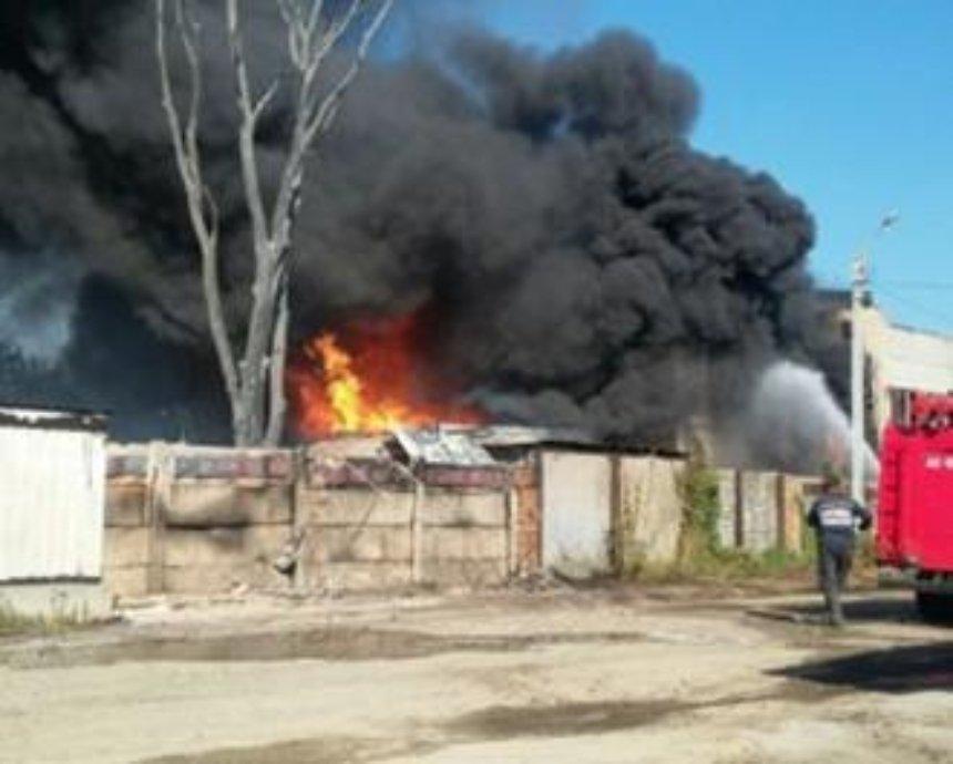 Спасатели локализировали пожар в Буче