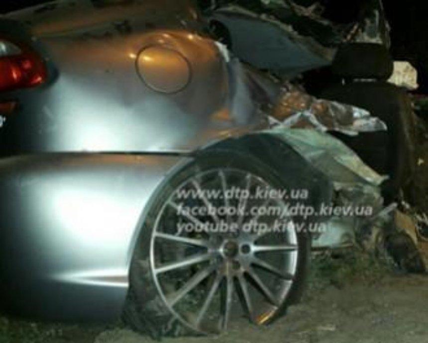 Жуткое ДТП в Киеве: пассажир погиб, а части машины были разбросаны по дороге