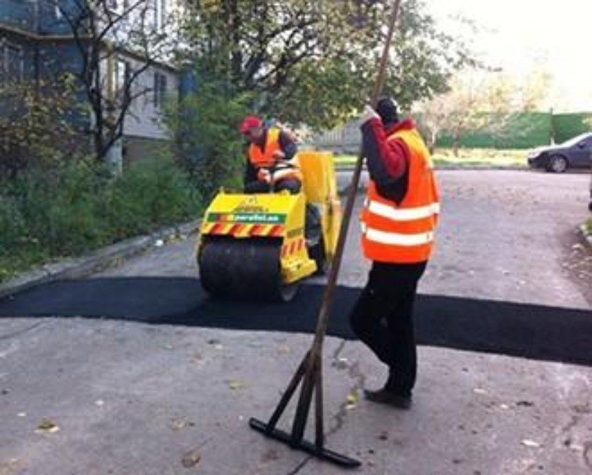 Киевлян просят оценить ремонт во дворах