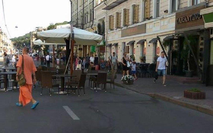 Столичный ресторан захватил улицу Сагайдачного (фото)