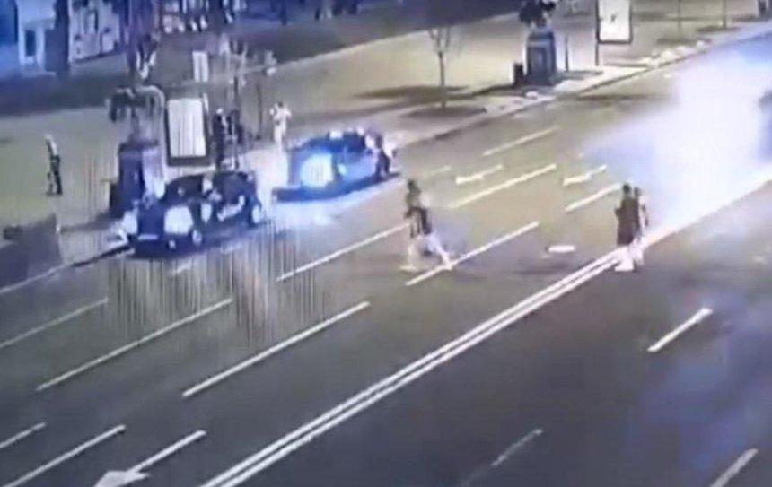 На Крещатике такси сбило девушку (видео)