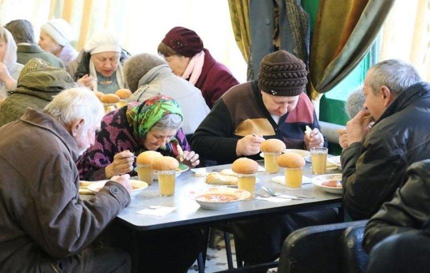 На Печерске малообеспеченных будут кормить горячими обедами