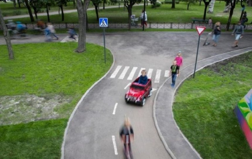 В Подольском районе открылся Куреневский парк с детским автогородком (фото)