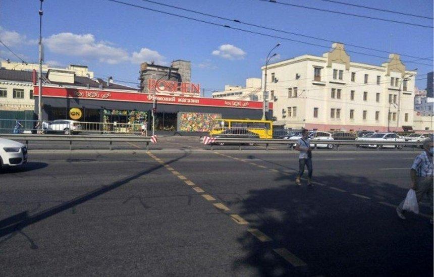 Временный наземный переход возле фабрики Roshen просят оставить
