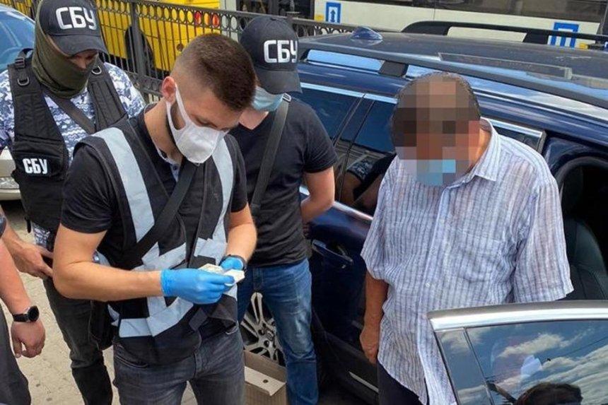Чиновника Киевской ОГА задержали на взятке в 200 тысяч грн — ему грозит до 10 лет тюрьмы