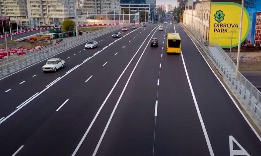 На Шулявском мосту уже нанесли постоянную разметку, но часть его снова закроют