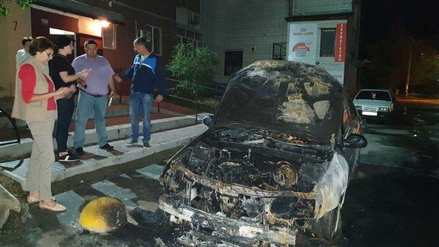 Поджог авто «Схем»: журналисты подозревают Портнова, а Зеленский отреагировал на происшествие