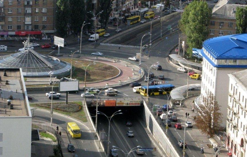 В Киеве просят построить метро на Севастопольскую площадь