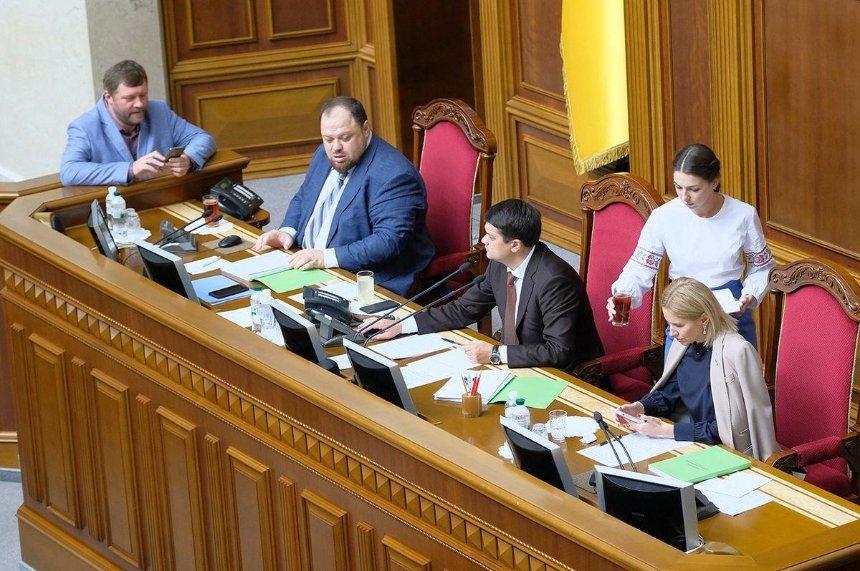 Рада приняла законопроект Зеленского оповышении «минималки»