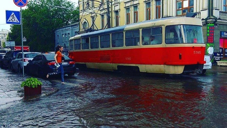 Киев весь день будет заливать дождем: коммунальщики готовятся к подтоплениям
